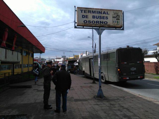 """Quedaron """"en la calle"""" tras 15 años: Incautan carritos de sopaipillas a ambulantes de Osorno"""
