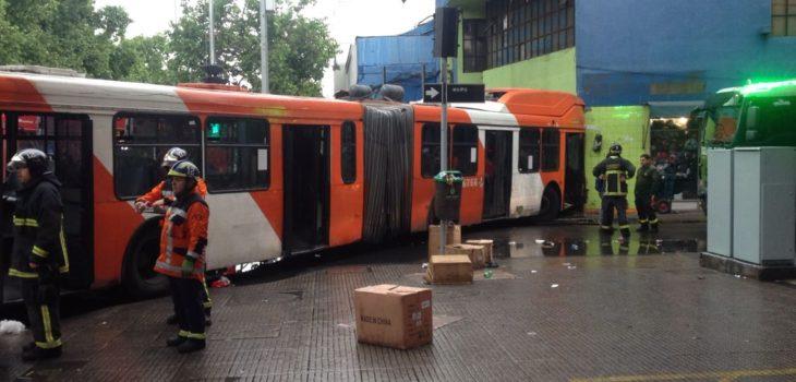 Bus incrustado en local comercial | David Valenzuela (RBB)