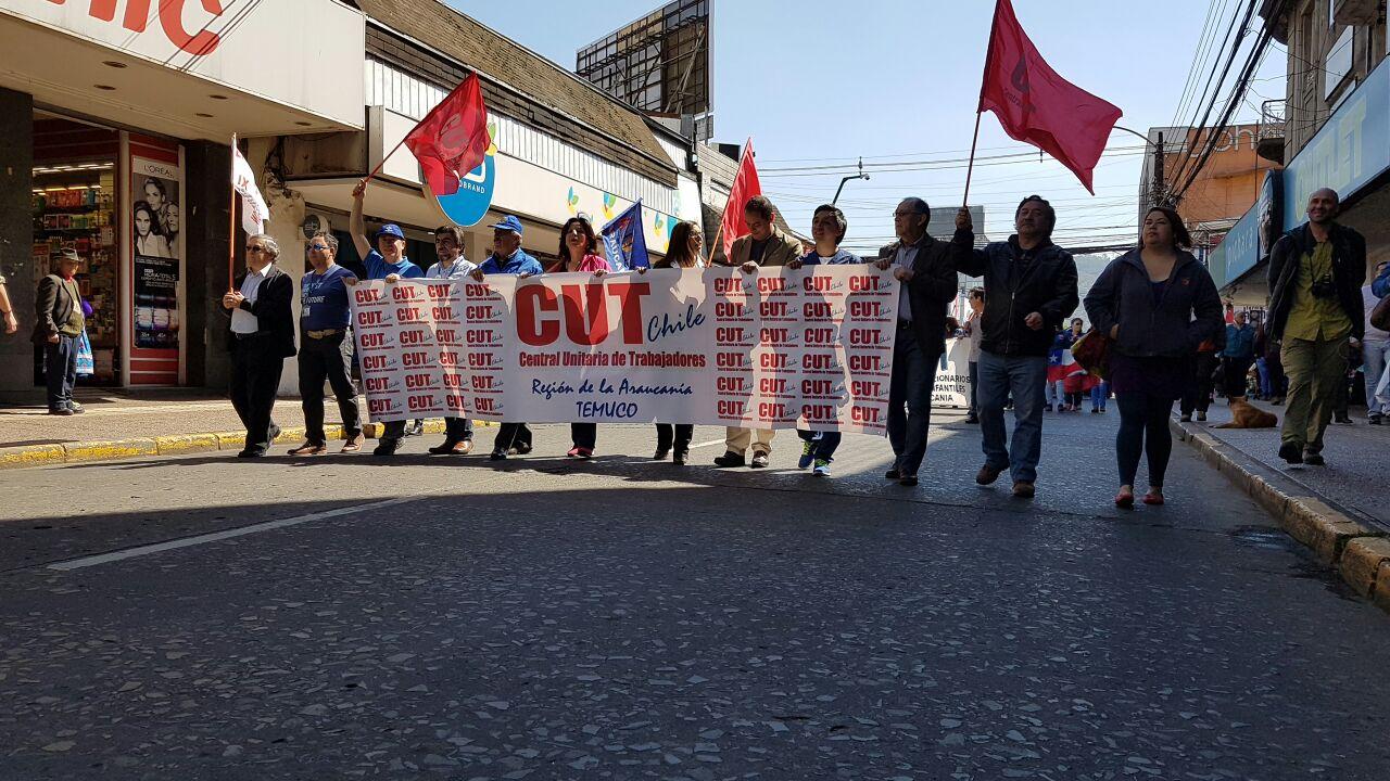 Marcha de funcionarios públicos mantiene el tránsito cortado en Temuco