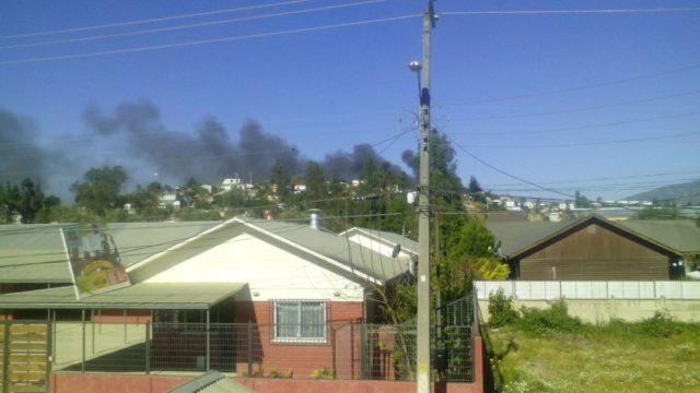 Incendio afecta a tres viviendas en la comuna de Villa Alemana