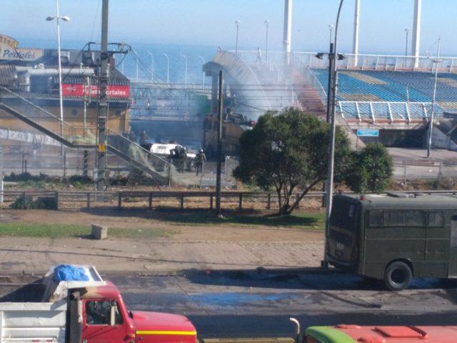 Manifestantes se toman Avenida España de Valparaíso.