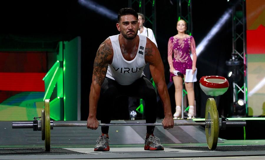 Ex chicos reality muestran sus trabajados músculos en competencia de pesas por la Teletón