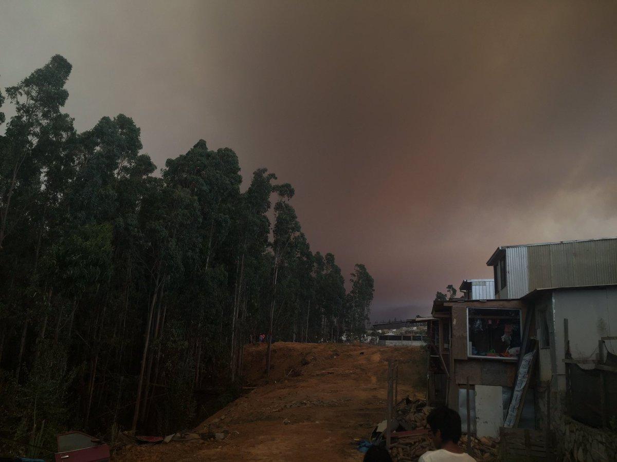 Incendio Avanza Hacia Las Viviendas En La Villa Vilumanque