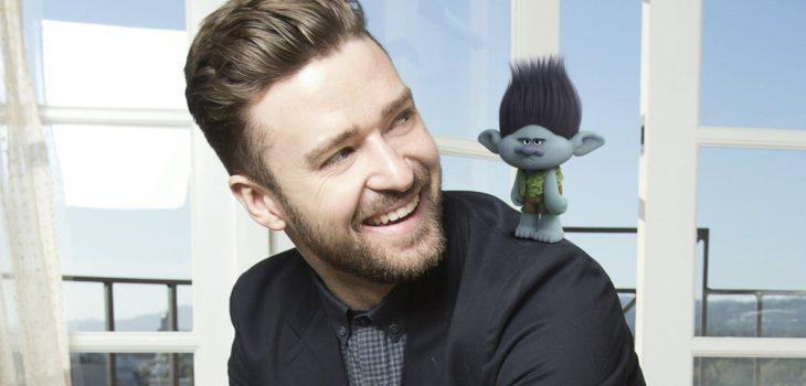Justin Timberlake junto a su personaje en Trolls
