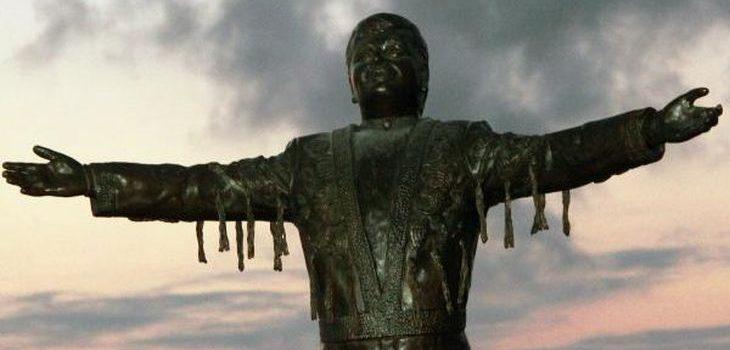 La escultura en homenaje a Juan Gabriel |  Twitter