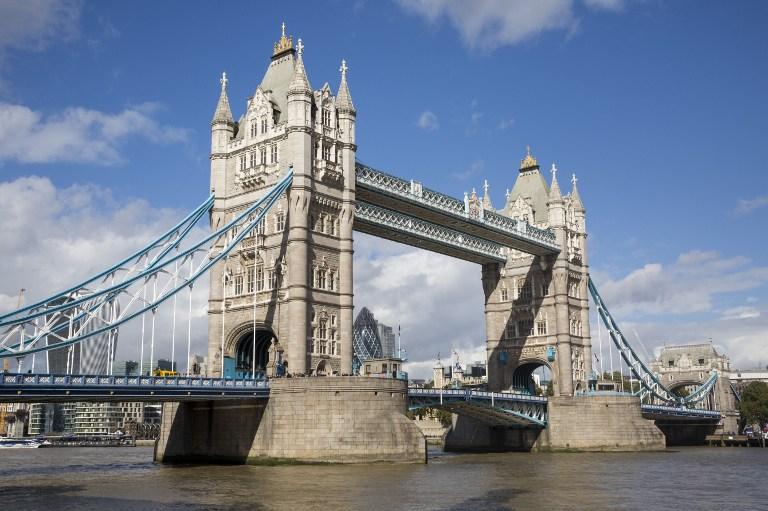 China copia descaradamente el famoso puente de Londres y construye el suyo propio