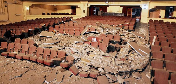 Interior teatro en Valparaíso post-terremoto del 2010