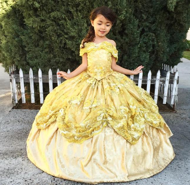 Padre Hace Increíbles Vestidos Disney Para Su Hija Y Sin