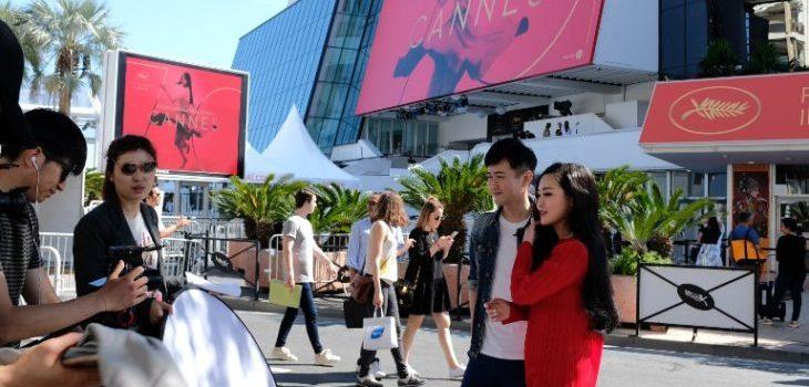 Turistas llegan al palacio donde se desarrollará Cannes | AFP | Alberto Pizzoli