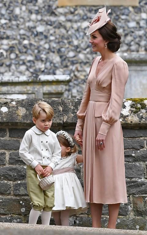 f0e7f3845 Imágenes muestran a Kate Middleton regañando al príncipe George en ...