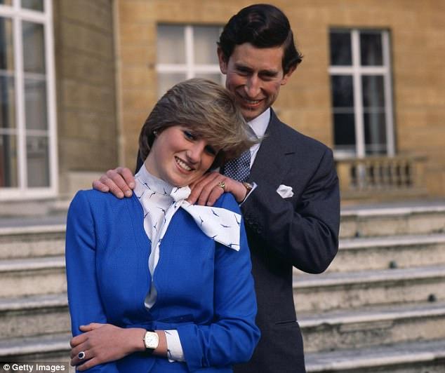 Anuncio del compromiso de Diana y Carlos