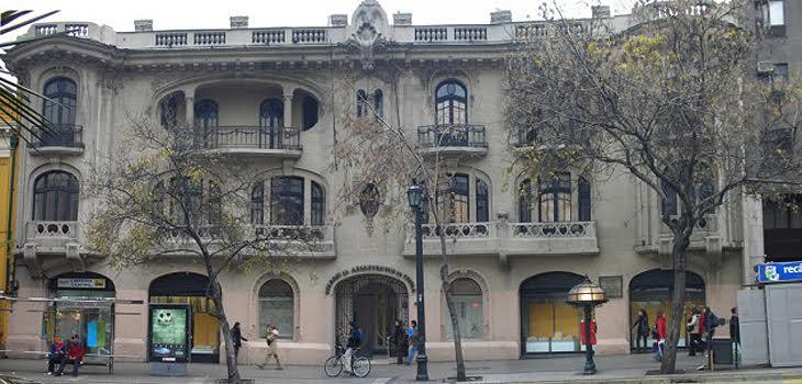 Fachada del Colegio de Arquitectos de Chile
