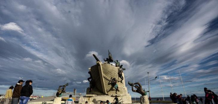 Monumento a los tripulantes de la Goleta Ancud | Diario El Pingüino