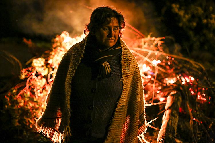 Chiloe, 09 de Mayo de 2016 Ana Maria Caillao, dirigenta Huilliche, Frente a barricada ubicada en la ruta Ancud- Castro, durante movilización de la Isla de Chiloe. La crisis ambiental dejó sin trabajo ni abastecimiento a los pescadores, busos y recolectores de la comunidad Chilota hasta el día de hoy.