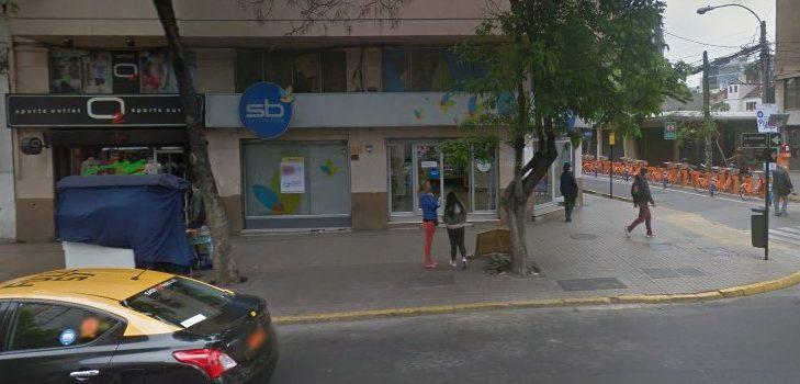 Dos personas detenidas por robo en farmacia de Providencia