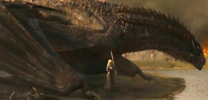Daenerys tratando de quitar la ballesta del cuerpo de Drogon   Game of Thrones 7×04