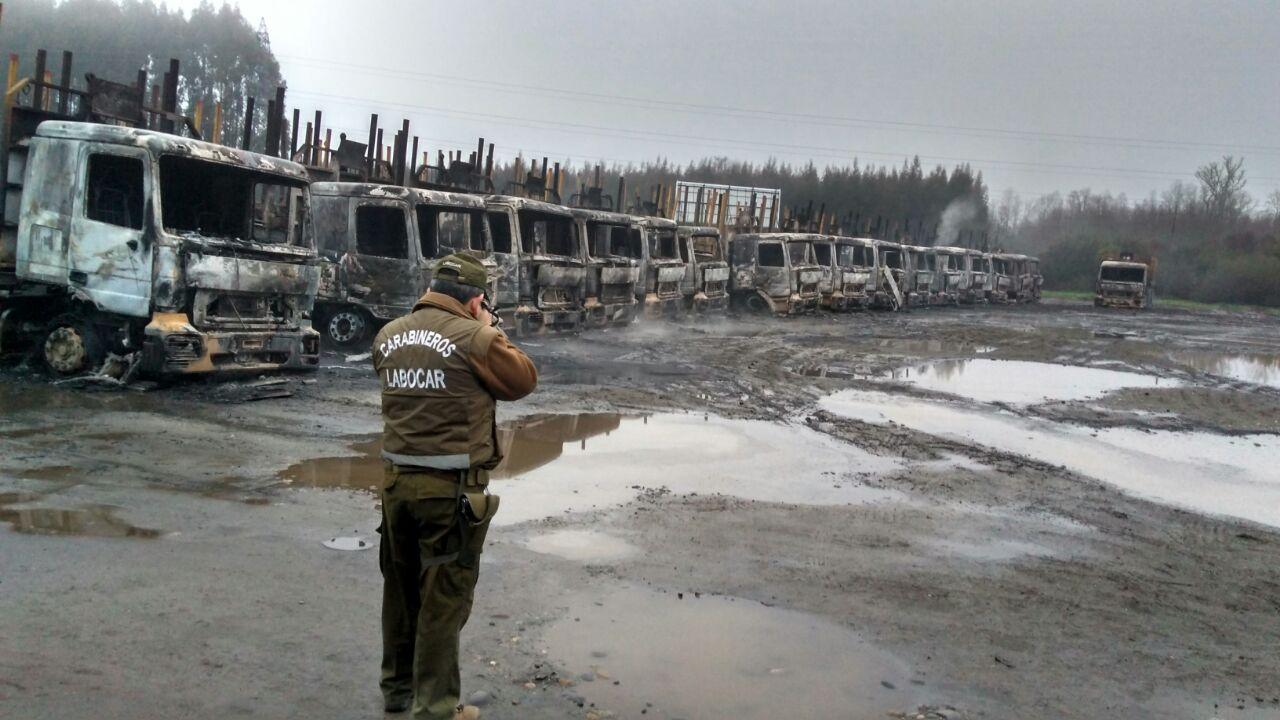 Incendio consume decenas de camiones en San José de la Mariquina