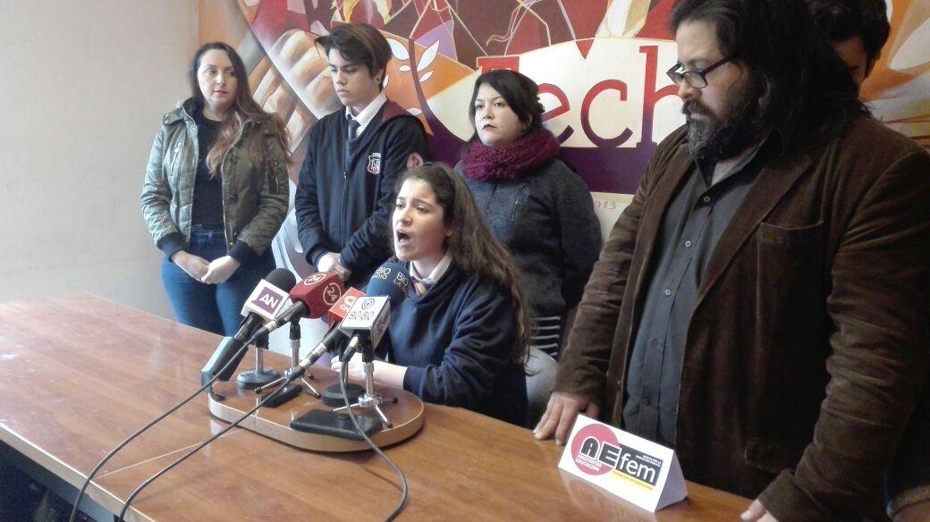 Desórdenes e incidentes marcaron marcha estudiantil contra desmunicipalización