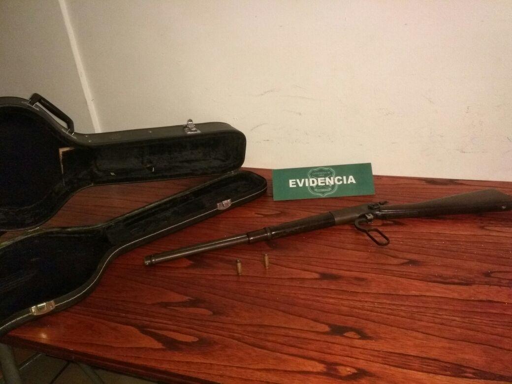 Sujeto fue detenido con arma al interior de un estuche de guitarra