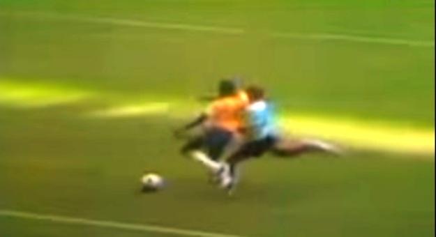 Codazo de Pelé / Captura del partido
