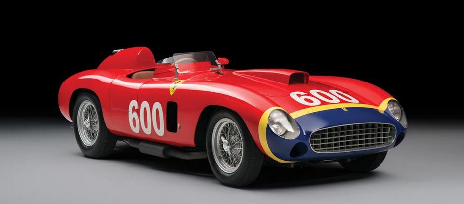 Ferrari de 1956 pilotado por el quíntuple campeón mundial de Fórmula 1, Juan Manuel Fangio