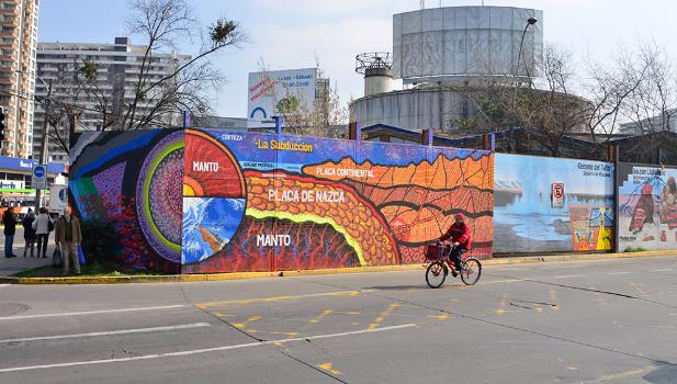 Ge logos y artistas urbanos crean primer mural cient fico for Mural metro u de chile