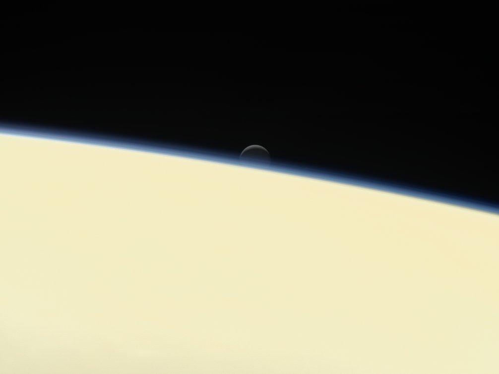 Luna Encélado vista desde Saturno | Business Insider
