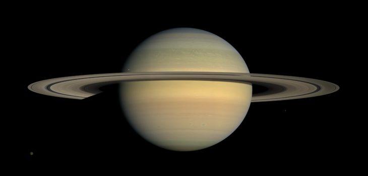 Imagen de Saturno tomada desde Cassini durante el equinoccio en 2008
