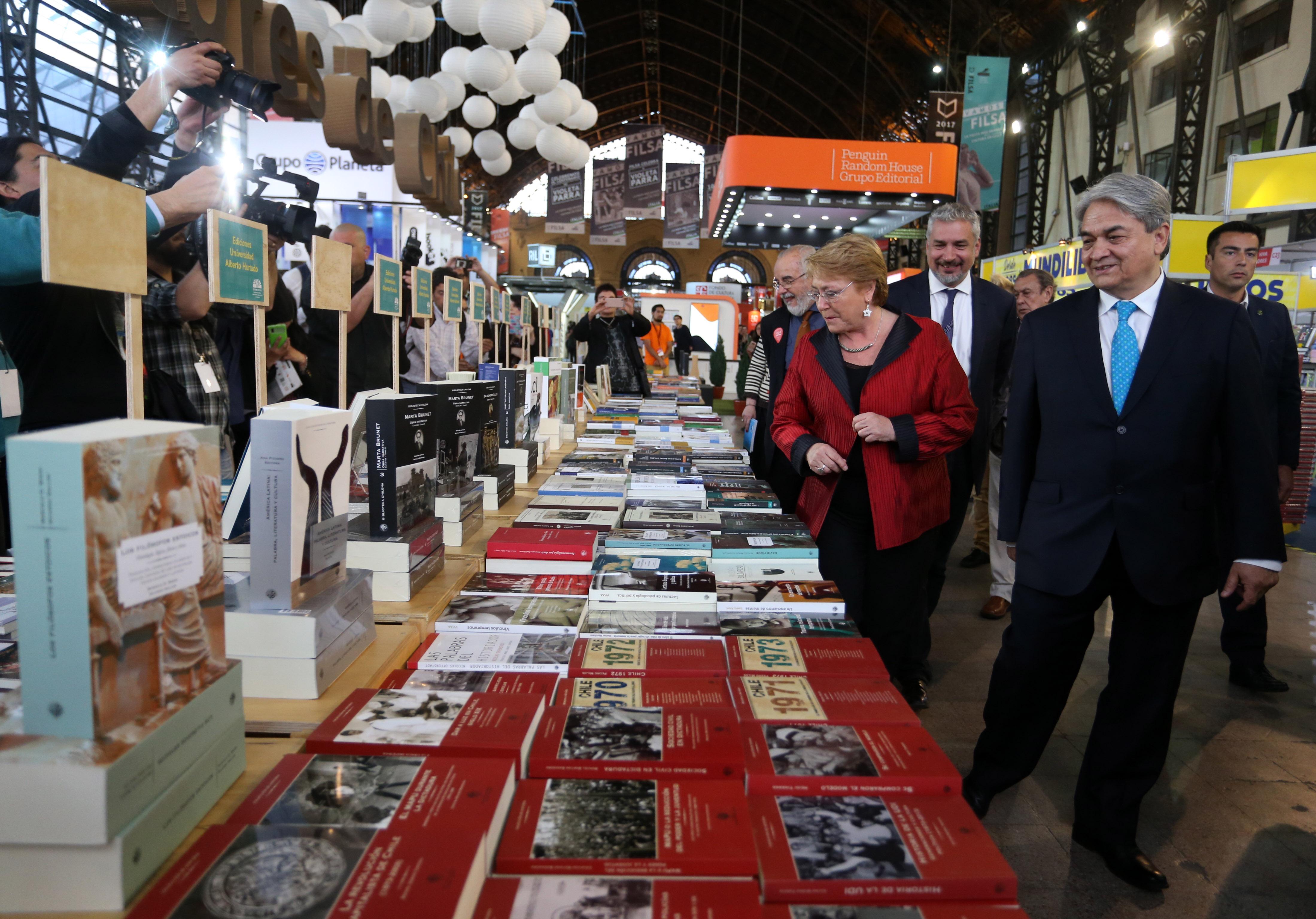 Michelle Bachelet asiste a la feria del Libro Filsa