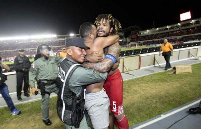 Abrazo panameño