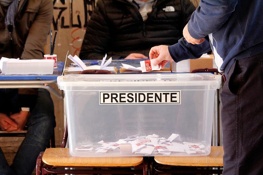 Guillier se acerca a Piñera en encuesta presidencial en Chile