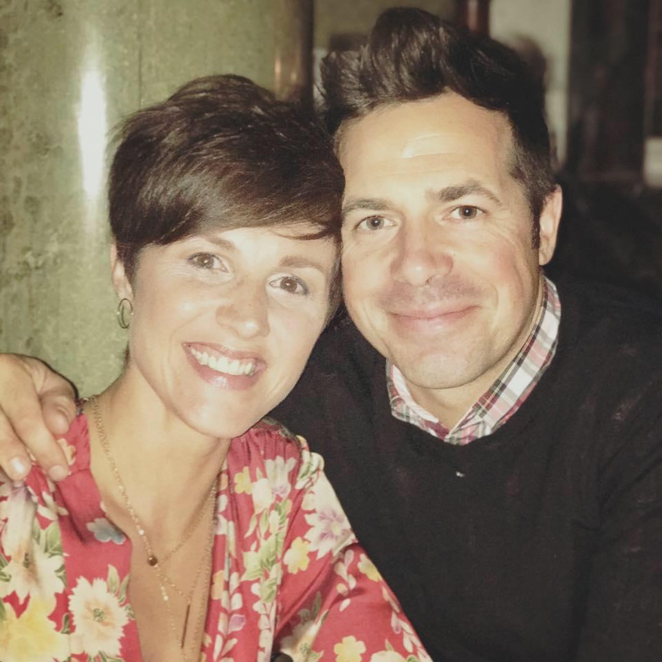 Anne Marie y su esposo   Facebook