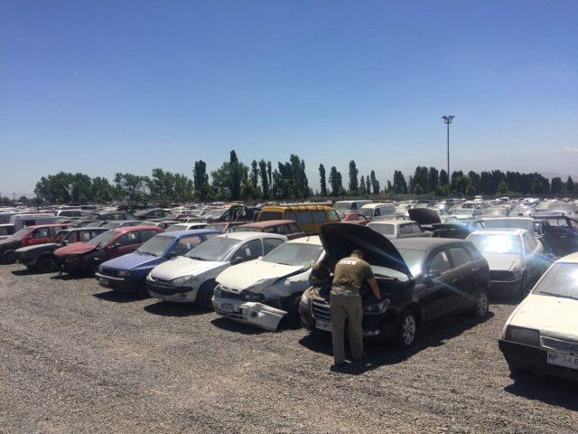 aparcadero-con-autos