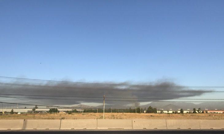 Incendio afecta bodegas de empresa de alimentos en Maipú
