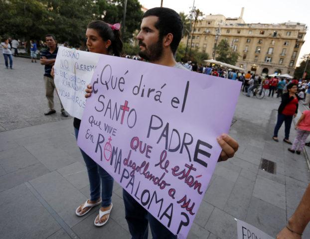 People protest in Santiago Bishop Barros' designation to Osorno. Raúl Lorca | Agencia UNO