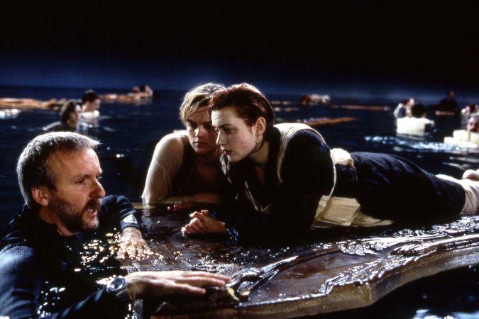James Cameron junto a Leonardo DiCaprio y Kate Winslet