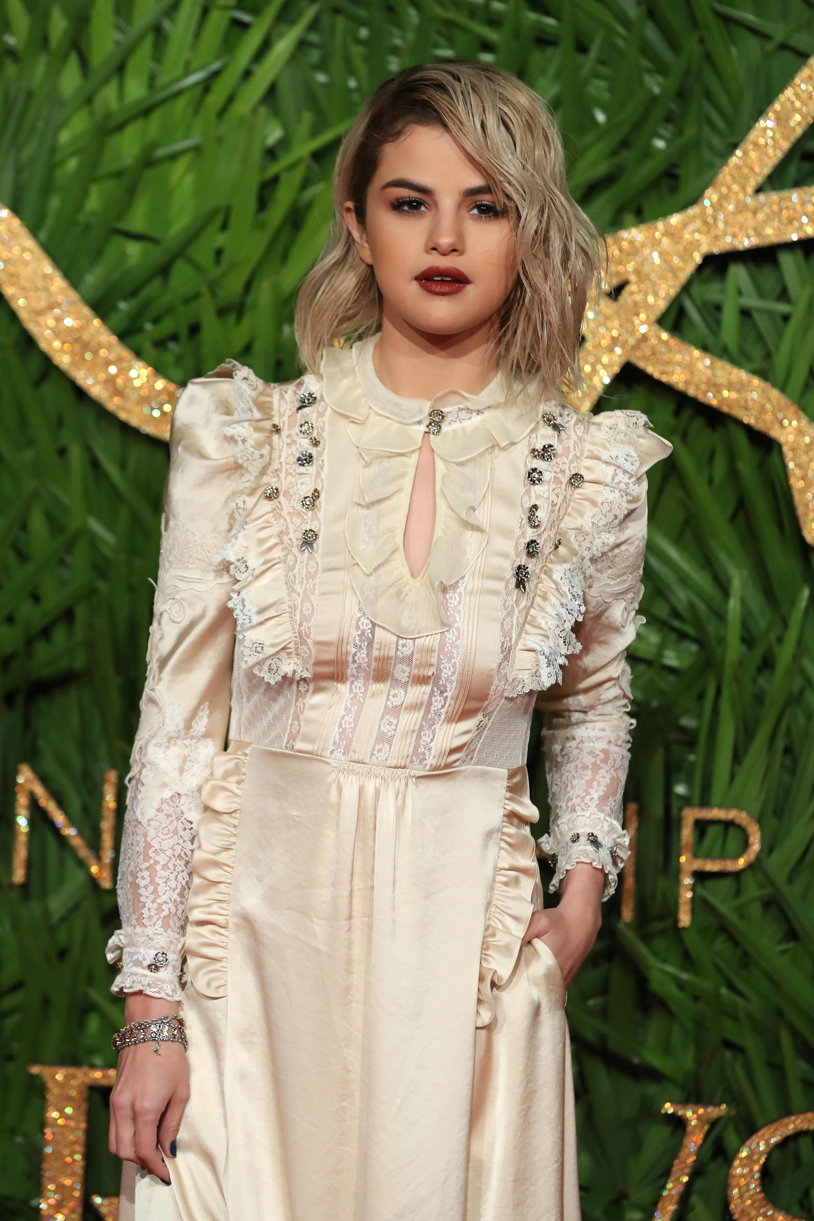 El Vestido De Selena Gómez Que Parece Sacado De Otra época