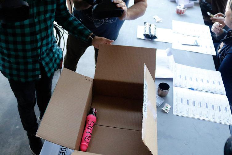 Chile: apareció un objeto sexual en una caja con material electoral
