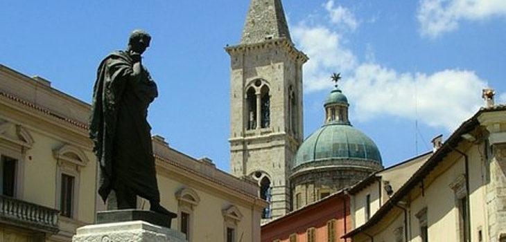 Estatua de Ovidio en Sulmona, Italia | Wikimedia (cc)
