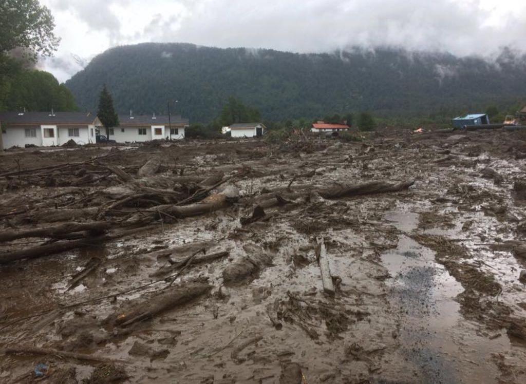 Un desaparecido, viviendas sepultadas e incendios deja un alud en Chile