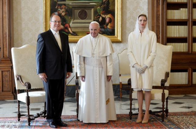 Príncipe Albert II y  princesa Charlène de Mónaco, junto al Papa | AFP