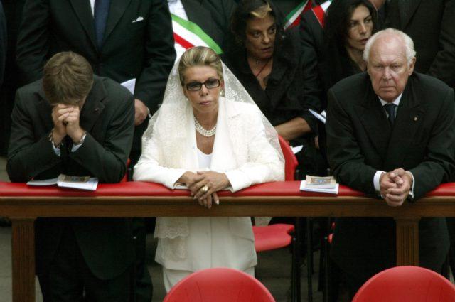 Princesa de Nápoles, Marina, orando en canonización de Juan Pablo II | AFP