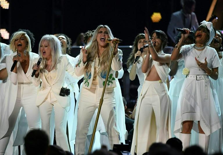 Kesha con Bebe Rexha, Cindy Lauper, Camila Cabello y Andra Day     Timothy A. Clary   AFP