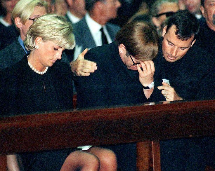 Lady Di y Elton John en el funeral de GIanni Versace