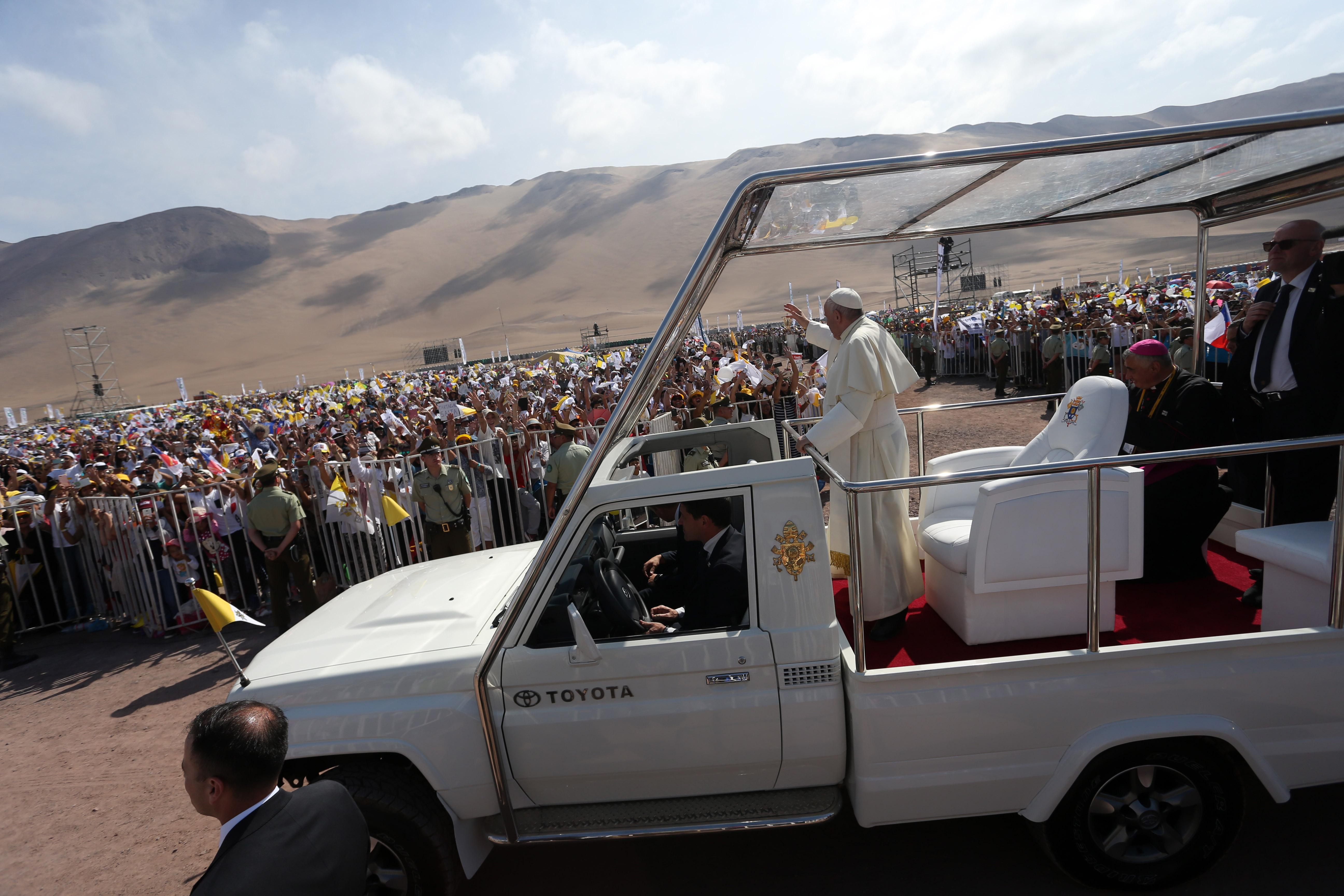 IQUIQUE: Papa Francisco realiza misa en Playa Lobito
