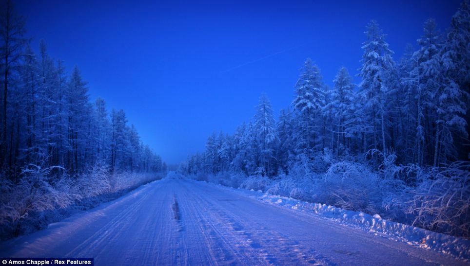 La carretera de entrada hacia Oimiakón | Amos Chapple