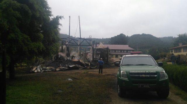 Incendio destruye una iglesia católica en la región chilena de Los Lagos