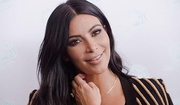 Khloé Kardashian presume su embarazo en sensual lencería