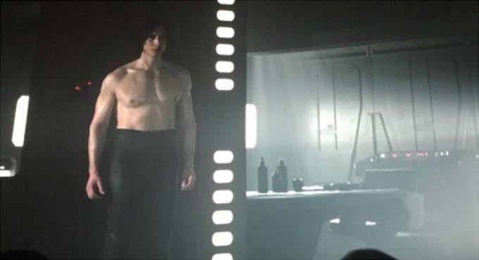 """Escena de Kylo Ren semidesnudo en """"Star Wars: Episodio VIII - Los últimos jedi"""""""