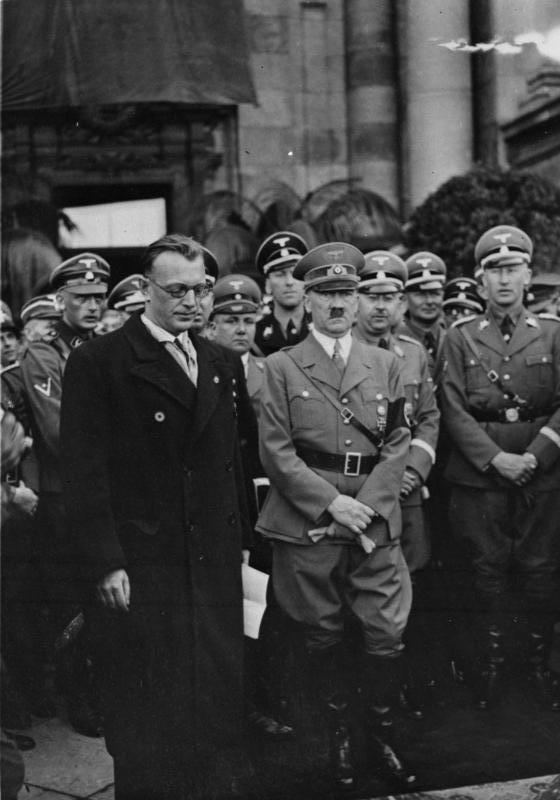 Seyß-Inquart, Adolf Hitler, Heinrich Himmler y Reinhard Heydrich en Viena (marzo de 1938) | Wikimedia Commons